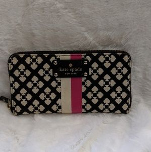 Beautiful black and white Kate Spade wallet ♠️💗🥰